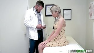 Pretty hottie Vienna Rose is fucked overwrought handsome young gynecologist